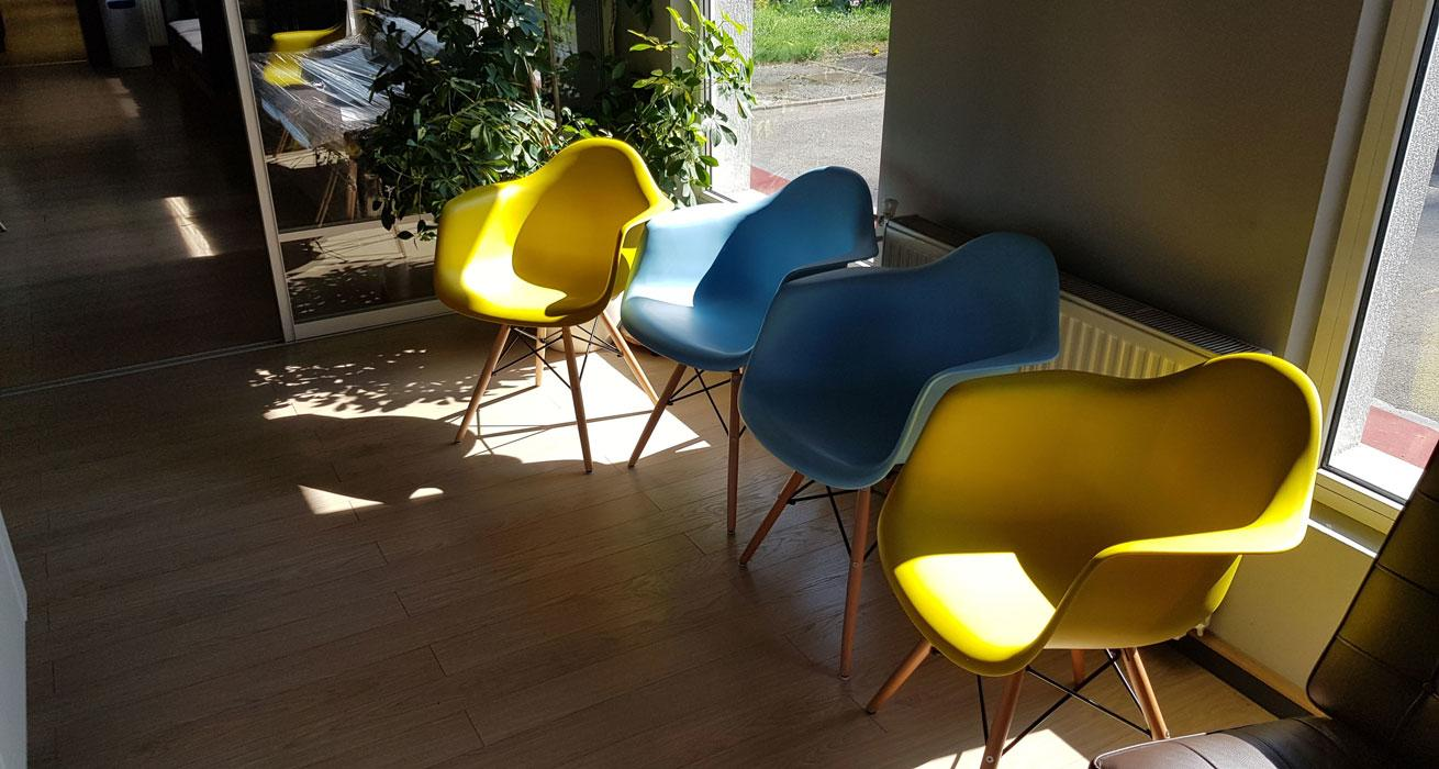 Rasprodaja - DAW stolice oker žute i plave boje