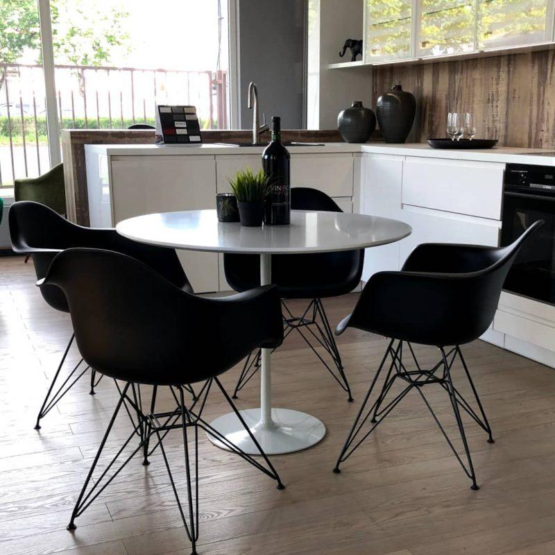 studioHR-stol+crne-SRM-stolice-00
