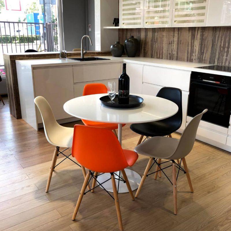 RASPRODAJA-studioHR-stol+5-BRD-stolica-narančasta-crna-bez-krem-08