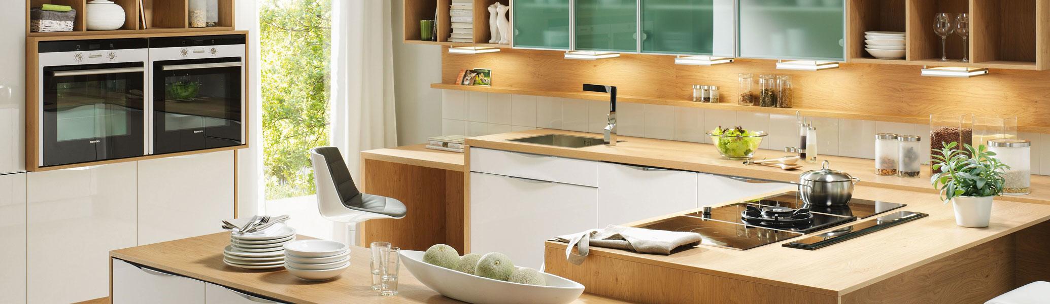 studioHR, DanKuchen Chromform kuhinja bijele boje visokog sjaja, slika 01