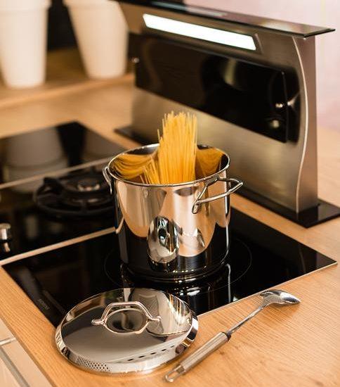 studioHR, DanKuchen Chromform kuhinja bijele boje visokog sjaja, slika 07