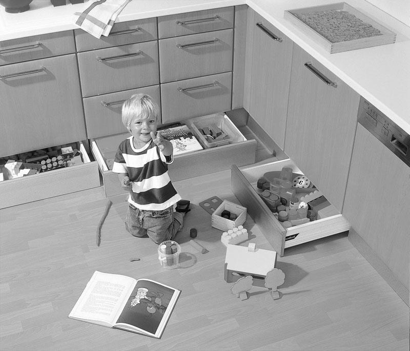 studio HR, DanKuchen kuhinje po mjeri, gratis ladice u podnožju kuhinje, slika 01
