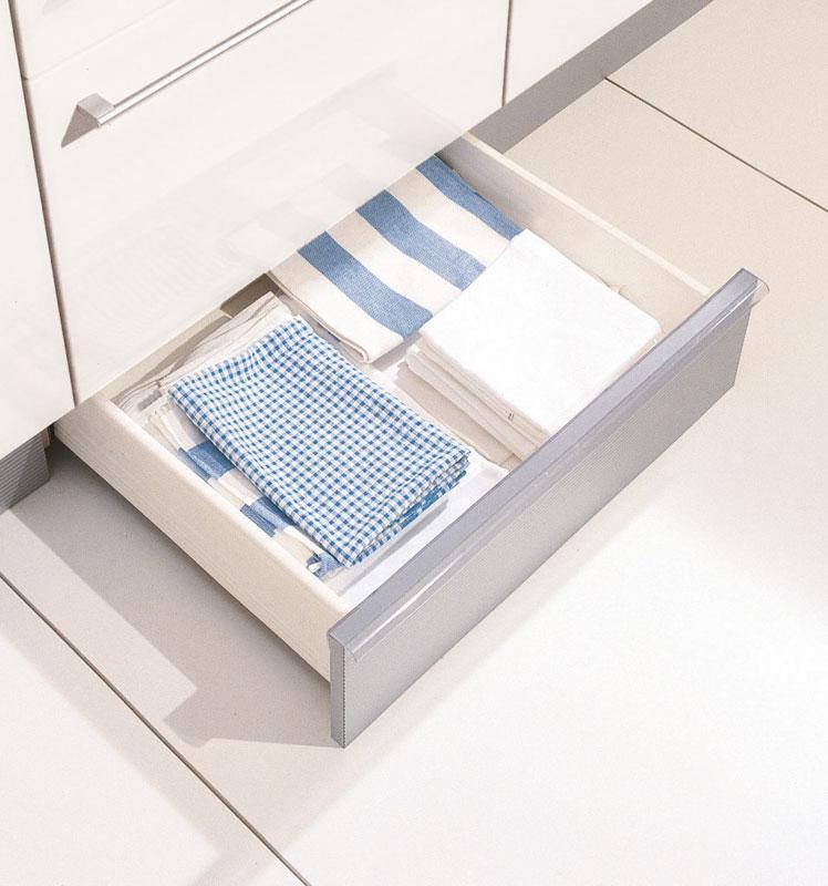 studio HR, DanKuchen kuhinje po mjeri, gratis ladice u podnožju kuhinje, slika 03